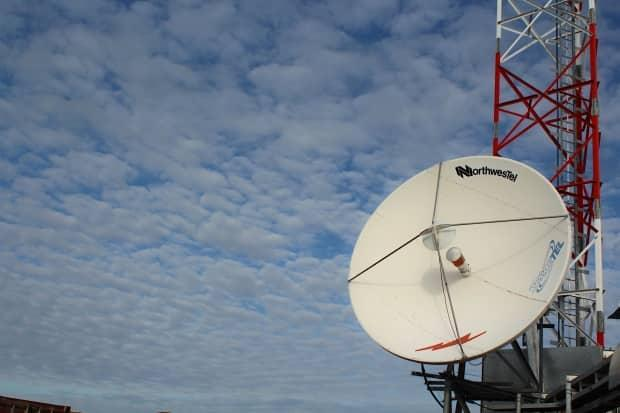 A Northwestel satellite dish in Kugaaruk, Nunavut. Northwestel services in several N.W.T. communities were down Monday after an unspecified issue with one of the company's satellite terminals. (John Last/CBC - image credit)