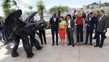 "Director Dean DeBlois (R), cast members (L-2ndR) Djimon Hounsou who voices Drago Bludvist character, America Ferrera who voices Astrid character, Kit Harington who voices Eret character, Cate Blanchett who voices Valka character, and Jay Baruchel who voices Hiccup character, pose with a figure of Toothless the Dragon character during a photocall for the film ""How to Train Your Dragon 2"" out of competition at the 67th Cannes Film Festival in Cannes May 16, 2014. REUTERS/Regis Duvignau"