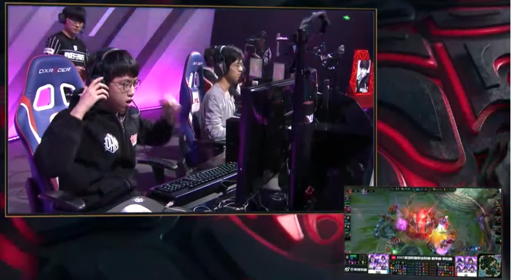 DAN remove their headsets as the last nexus of their Promotion series against Vici falls