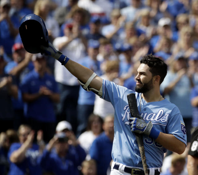 Kansas City Royals' Eric Hosmer acknowledges the crowd before batting during the first inning of a baseball game against the Arizona Diamondbacks Sunday, Oct. 1, 2017, in Kansas City, Mo. (AP)