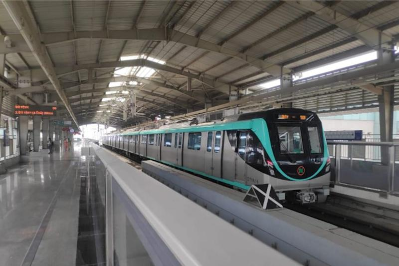 Delhi Metro Sees Rush at Peak Hours, Considers Closing Gates to Avoid Long Queues. Read Details Here