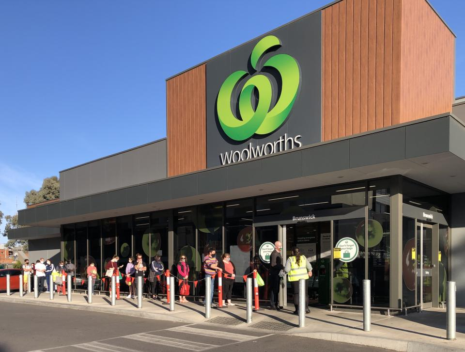 People queue outside a Woolworths store. Source: Getty Images