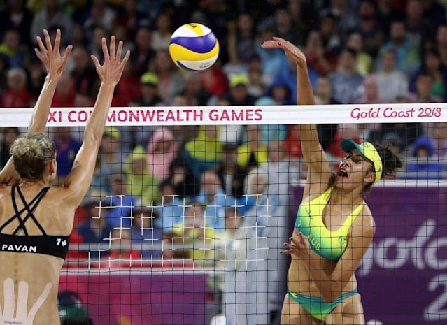 Beach Volleyball - Gold Coast 2018 Commonwealth Games - Women's Gold Medal Match - Australia v Canada - Coolangatta Beachfront - Gold Coast, Australia - April 12, 2018. Taliqua Clancy of Australia in action with Sarah Pavan of Canada. REUTERS/Athit Perawongmetha