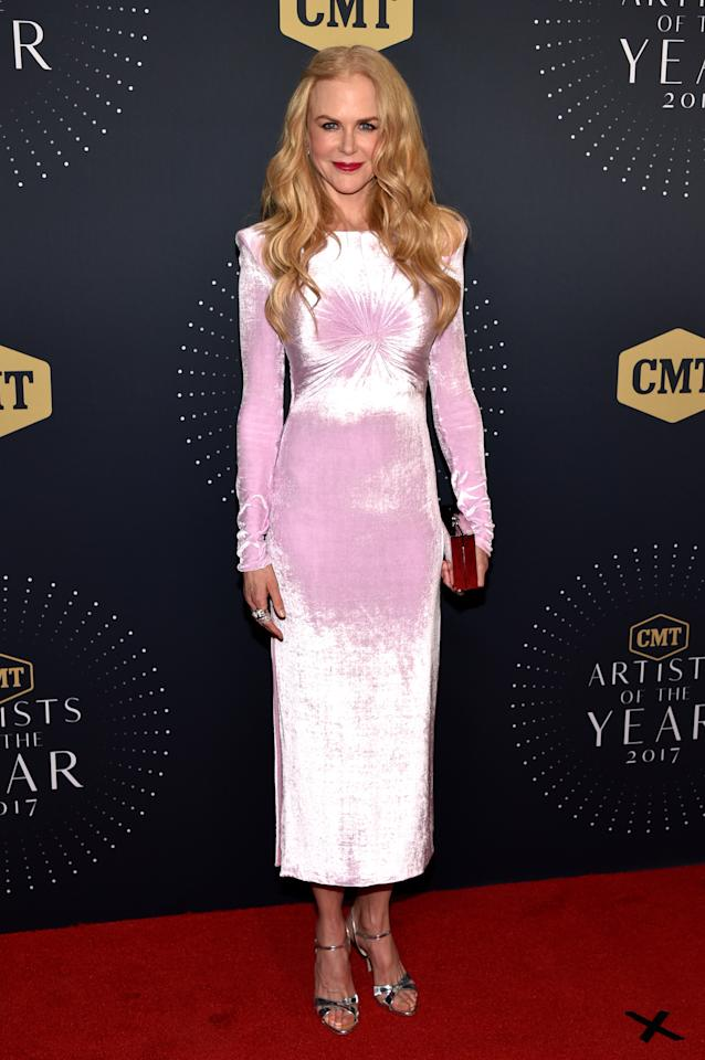 <p>Nicole can pull off literally anything – even this sickly sweet velvet Versace number.<br /><i>[Photo: Getty]</i> </p>