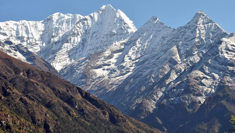 Mount Everest Clean Up: Four Bodies and Eleven Tonnes of Garbage Collected From World's Highest Peak