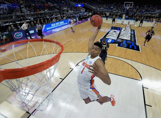 <p>Devin Robinson #1 of the Florida Gators dunks the ball against the East Tennessee State Buccaneers during the first round of the 2017 NCAA Men's Basketball Tournament at Amway Center on March 16, 2017 in Orlando, Florida. (Photo by Mike Ehrmann/Getty Images) </p>