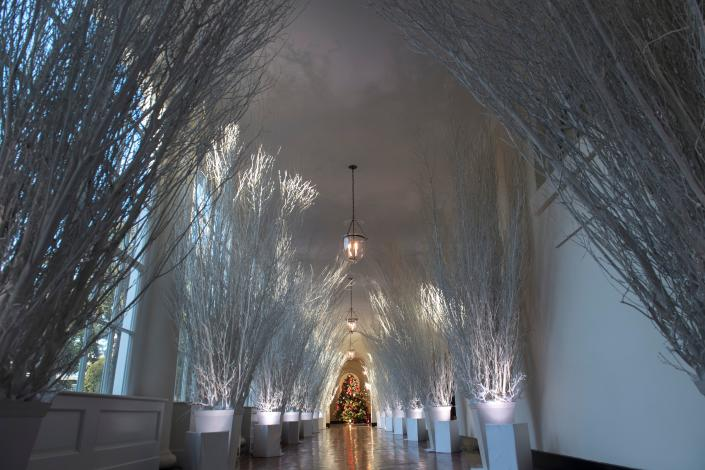 <p>Christmas decorations are seen in the East Wing during a preview of holiday decorations at the White House in Washington, D.C., Nov. 27, 2017. (Photo: Saul Loeb/AFP/Getty Images) </p>