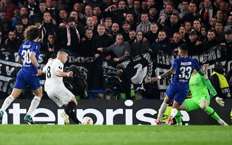 Luka Jovic (2L) of Eintracht Frankfurt scores the 1-1 during the UEFA Europa League semi final 2nd leg match between Chelsea FC and Eintracht Frankfurt - Credit: ANDY RAIN/EPA-EFE/REX