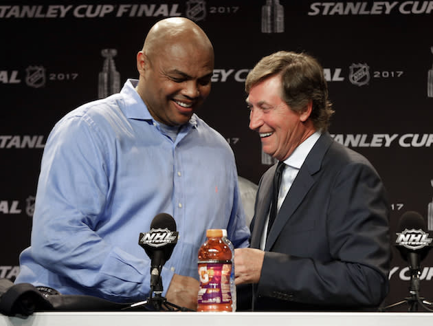 Hockey great Wayne Gretzky, right, greets former NBA player Charles Barkley, left, during a news conference before Game 4 of the NHL hockey Stanley Cup Finals between the Nashville Predators and the Pittsburgh Penguins Monday, June 5, 2017, in Nashville, Tenn. (AP Photo/Chuck Burton)