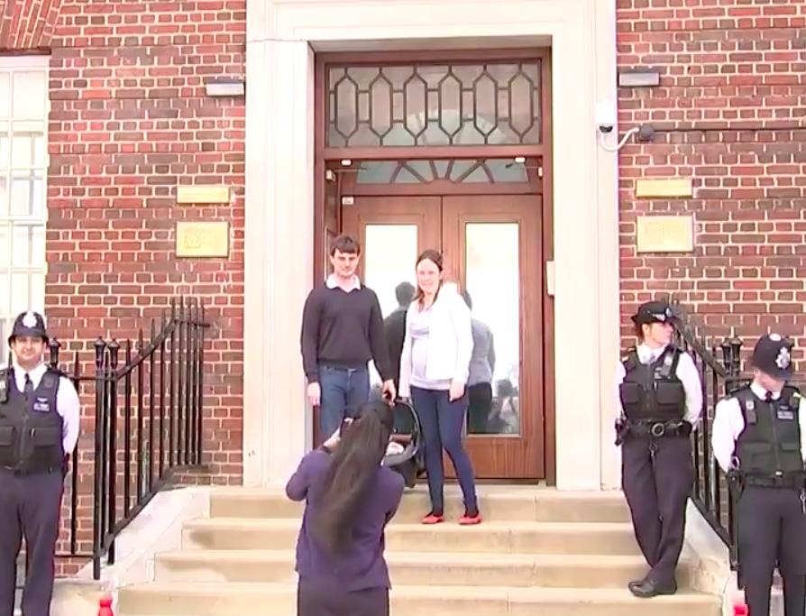 An unsuspecting couple have emerged from the Lindo Wing to the world's media [Photo: Twitter/5_news]