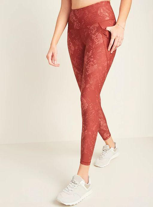 """TheseHigh-Waisted Elevate Powersoft 7/8-Length Side-Pocket Leggings For Women are available in sizes XS to XXL and in 23 colors.<a href=""""https://fave.co/2UhRAGN"""" target=""""_blank"""" rel=""""noopener noreferrer"""">Get them on sale for 50% off (normally $40) at Old Navy.</a> Find the matching <a href=""""https://fave.co/3nrVaLh"""" target=""""_blank"""" rel=""""noopener noreferrer"""">bra here.</a>"""