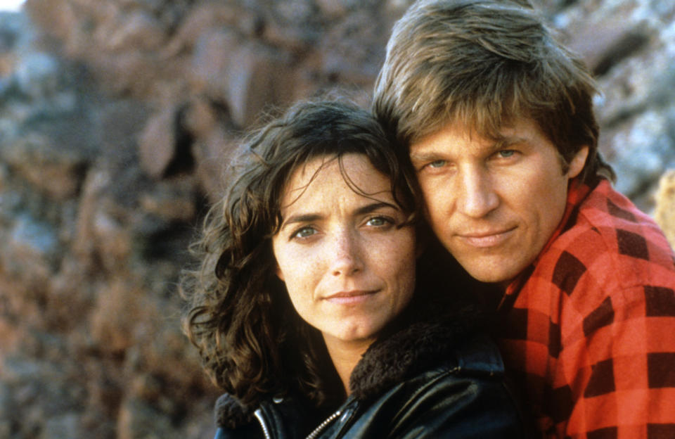 Close-up of the American actors Karen Allen and Jeff Bridges, huhhing on the set of the science-fiction movie Starman: an aching love story will spring out between the sweet human Jenny Hayden and the fearless alien Starman. USA, 1984.. (Photo by Mondadori via Getty Images)