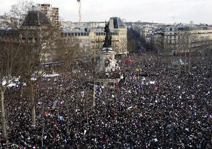 People take part on the Place de la Republique in Paris in a unity rally on January 11, 2015 in tribute to the 17 victims of a three-day killing spree by homegrown Islamists (AFP Photo/Bertrand Guay)