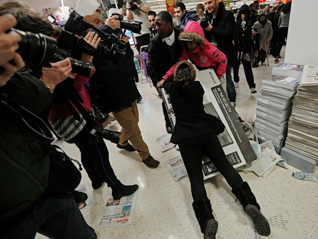 black friday fight shopping