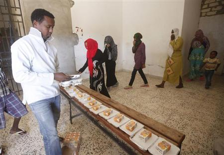 African migrants take food at a detention center in Sorman, 55 km (34 miles) west of Tripoli, Libya November 4, 2013. REUTERS/Ismail Zitouny