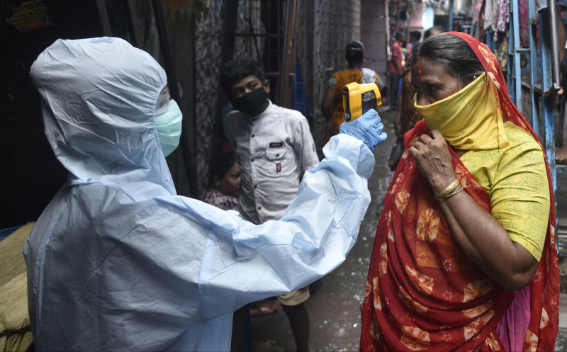 MUMBAI, INDIA - JUNE 11: Health workers conducting COVID-19 coronavirus testing drive inside the Dharavi slum, during a government-imposed nationwide lockdown as a preventive measure against the spread of the coronavirus, on June 11, 2020 in Mumbai, India. (Photo by Satyabrata Tripathy/Hindustan Times via Getty Images)