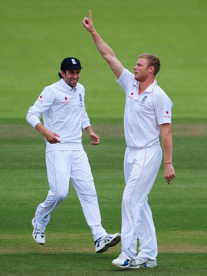 LONDON - JULY 19:  Andrew Flintoff of England celebrates the wicket of Simon Katich of Australia with Graham Onions during day four of the npower 2nd Ashes Test Match between England and Australia at Lord's on July 19, 2009 in London, England.  (Photo by Mike Hewitt/Getty Images)