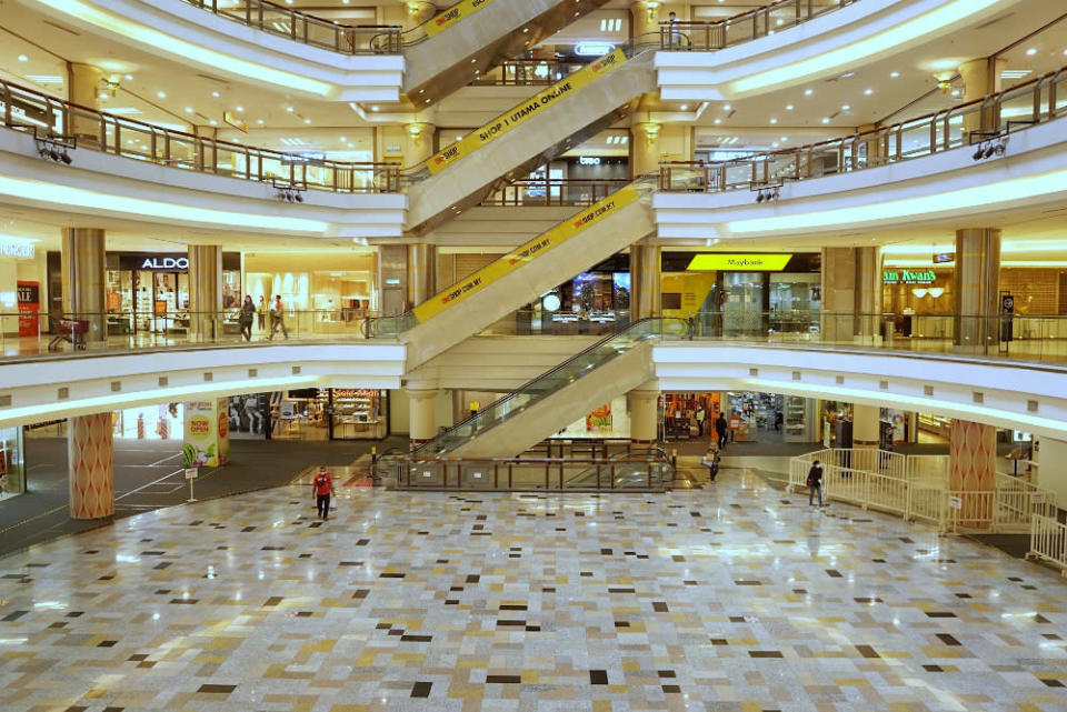 A deserted One Utama shopping complex during CMCO, October 19, 2020. Tan Sri Dr Noor Hisham Abdullah today said that though the mall has been sanitised and cleaned, the first generation infectants who were in the mall, had already spread out. — Picture by Ahmad Zamzahuri
