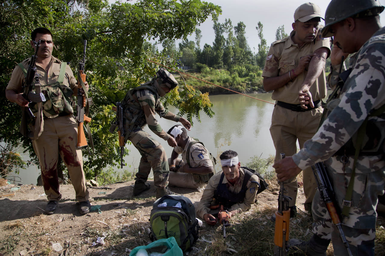 <p>An Indian army soldier, second left, gives first aid to paramilitary soldiers who were injured in a highway ambush in Pampore, on the outskirts of Srinagar, Indian controlled Kashmir, June 25, 2016. (Photo: Dar Yasin/AP) </p>