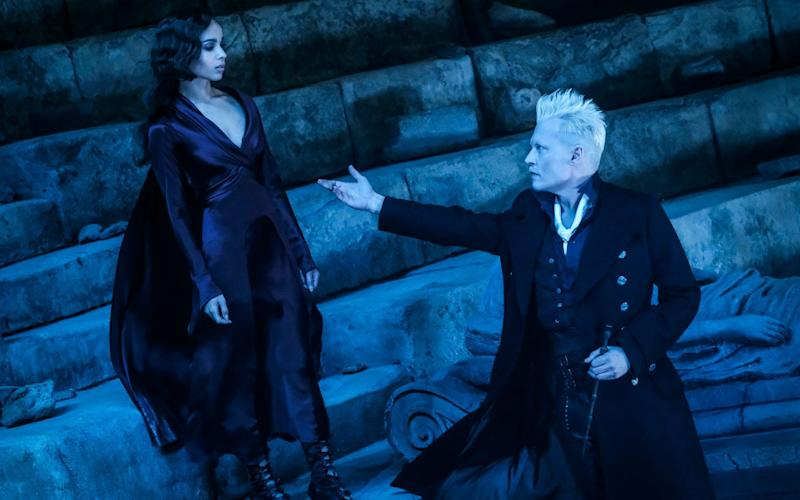 Zoe Kravitz and Johnny Depp in Fantastic Beasts: The Crimes of Grindelwald