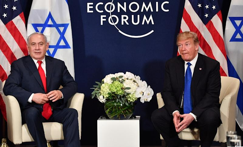 US President Donald Trump (R) speaks with Israel's Prime Minister Benjamin Netanyahu at a World Economic Forum meeting in Davos, Switzerland, on January 25, 2018