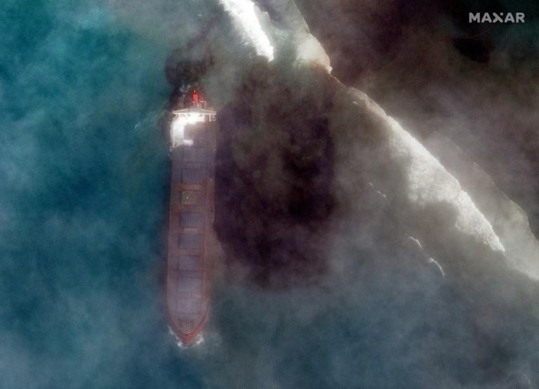 Damaged ship leaking oil off Mauritius could split: PM