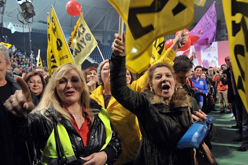 Syriza supporters shout slogans on January 20, 2015 while listening to a speech by party leader Alexis Tsipras in Thessaloniki (AFP Photo/Sakis Mitrolidis)