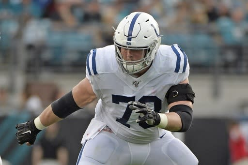 Colts sign starting center to 4-year contract extension