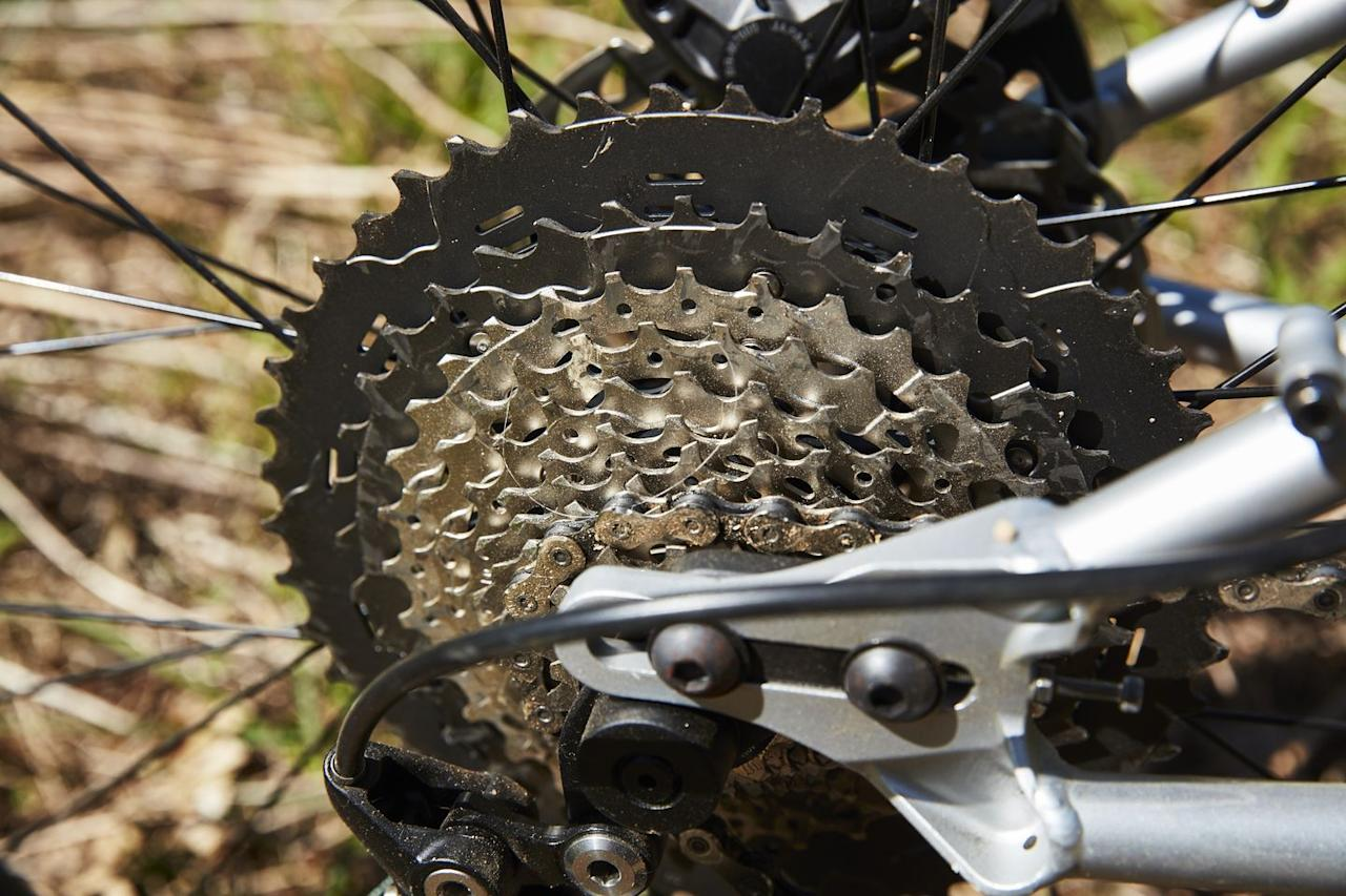 <p>Bring the hills. The Dragonfly's Shimano M8000, 11-speed, 11-46t cassette has all the gears you need for when the going gets steep. </p>