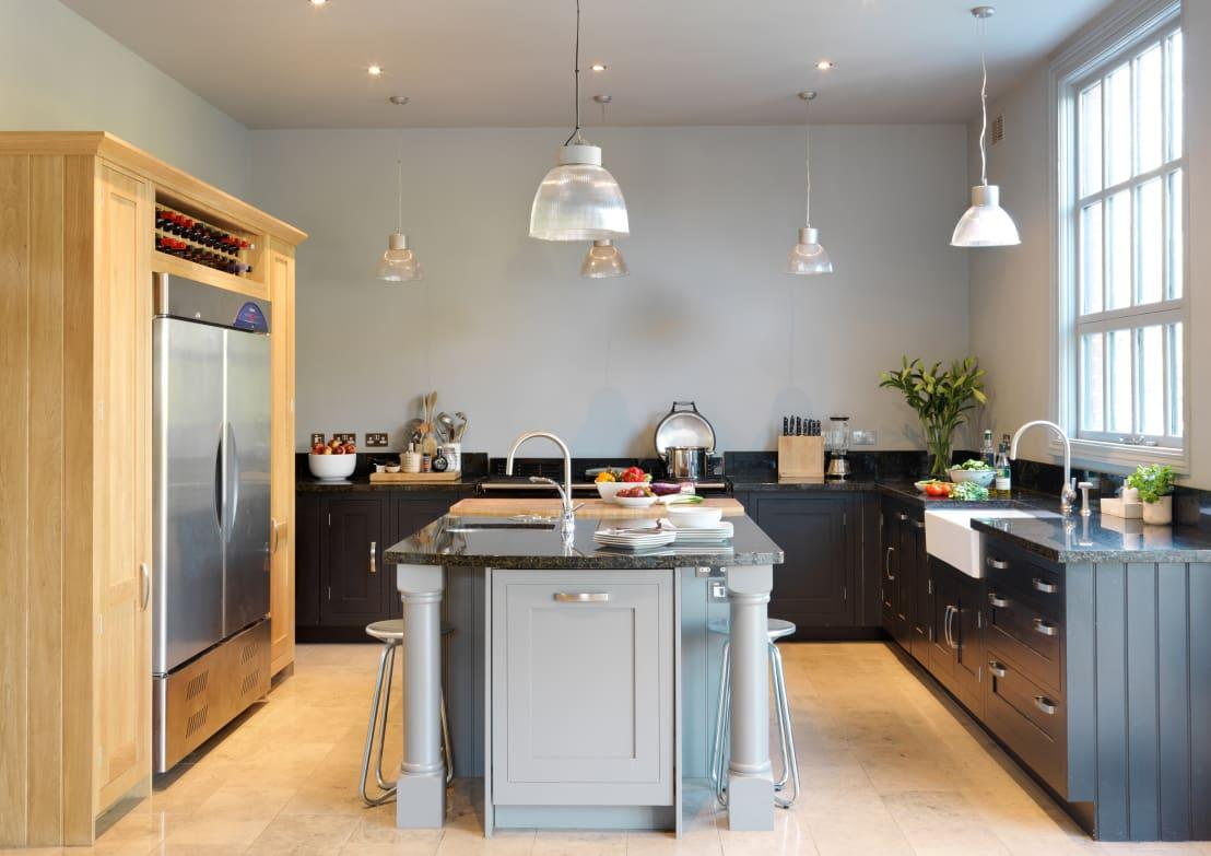 "<p>There's <a rel=""nofollow"" href=""https://www.homify.co.uk/ideabooks/823705/5-reasons-l-shaped-kitchens-could-be-your-best-option"">a plethora of reasons</a> why an L-shaped kitchen could be the most sensible idea for everyone, but in terms of honing in that statement just a little, anybody who has long-craved a kitchen island should definitely give serious thought to this particular layout option. </p><p>By flanking a freestanding island with countertops in an L-shaped formation, there is more than enough access left and actually, a room will look far larger, even with an island in the centre, than if simple linear installations were being showcased. The look of L-shaped designs naturally seems to hug an central 'something' and an island makes perfect sense as the star of the show, especially if a dining area would come in handy, as well as extra storage and an excess of counter surface. </p><p>If nothing else, this is a great idea for keen pastry chefs, as an island could have a contrasting marble top, which remains cool and perfect for dough manipulation.</p>  Credits: homify / Harvey Jones Kitchens"