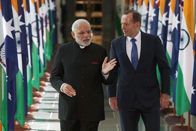 India's Prime Minster Narendra Modi (L) and Australian Prime Minister Tony Abbott leave the House of Representatives at Parliament House in Canberra, on November 18, 2014 (AFP Photo/Rick Rycroft)