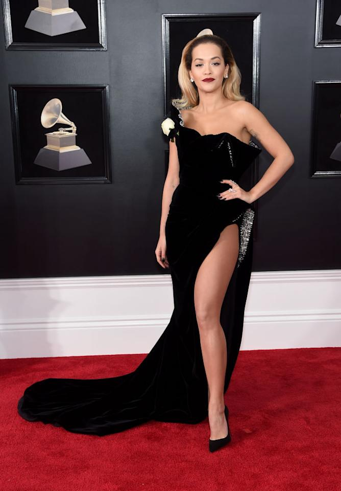 "<p>La cantante di ""Your Song"" e testimonial di Tezenis ha graziato il red carpet con un outfit decisamente irresistibile. (Getty Images) </p>"