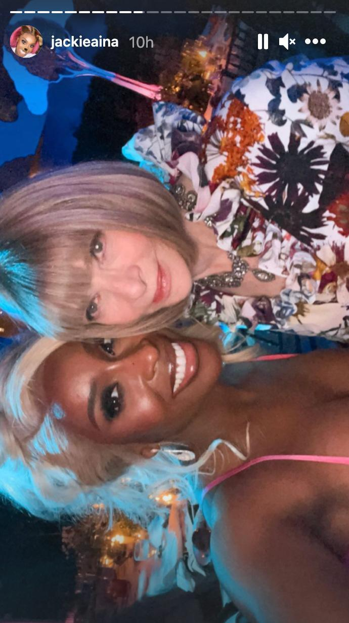 <p>Maybe the no-selfies rule was meant to be broken: YouTuber Jackie Aina scored a snap with none other than Anna Wintour. </p>