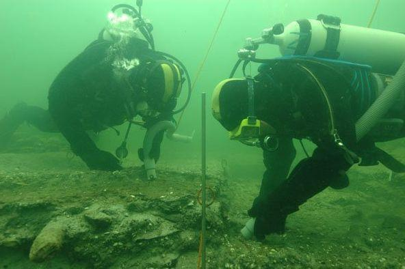 Divers explore Doggerland (Getty)
