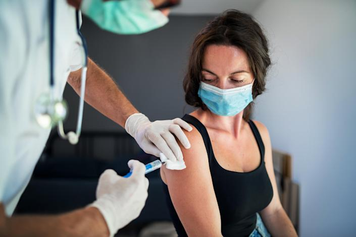 Experts think herd immunity will occur when 70% of the population is immune to the coronavirus. (Photo: Getty Images)