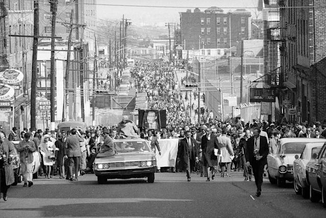 <p>An interracial crowd of about 25,000 march through the predominantly black central ward in Newark, N.J. (Photo: John Duricka/AP) </p>