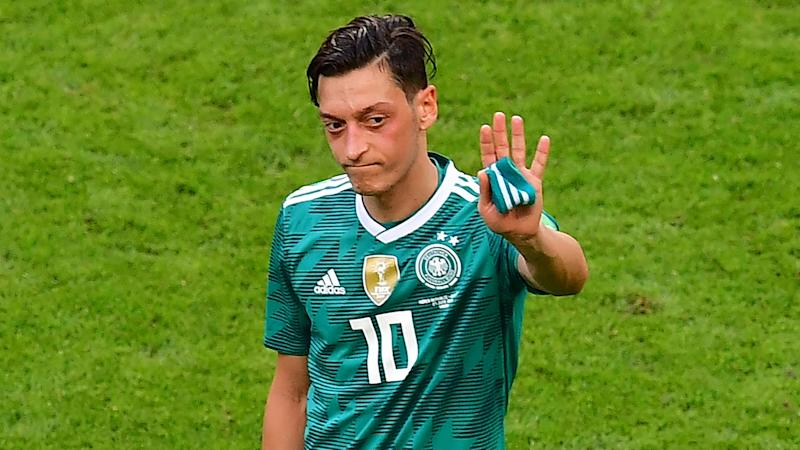 'It was cowardly' - Frankfurt sporting director savages Ozil over Germany retirement