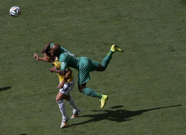 Colombia's Teofilo Gutierrez and Ivory Coast's Didier Zokora (R) fight for the ball during their 2014 World Cup Group C soccer match at the Brasilia national stadium in Brasilia June 19, 2014. REUTERS/David Gray (BRAZIL - Tags: SOCCER SPORT WORLD CUP)