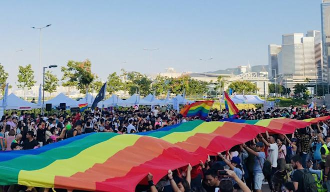 Participants hold up a massive rainbow banner. Photo: Chan Ho-him