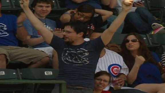 Cubs fan showcases tremendous hands while reeling in dangerous foul ball (Video)