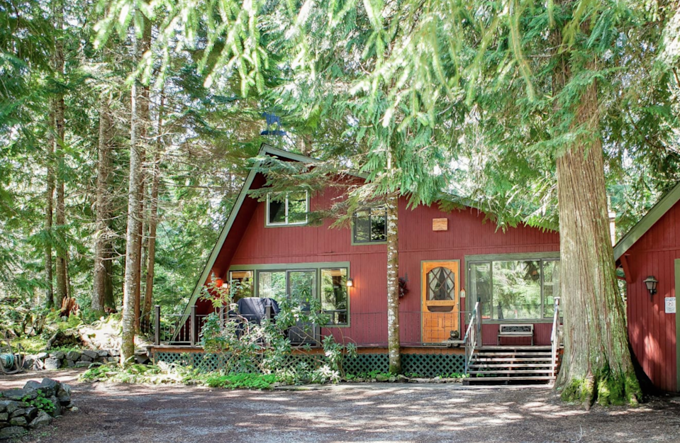 """<h2>Mt. Rainier National Park, Washington</h2><br><strong>Location: </strong>Ashford, Washington<br><strong>Sleeps: </strong>10<br><strong>Price Per Night: </strong><a href=""""https://airbnb.pvxt.net/6bkKkQ"""" rel=""""nofollow noopener"""" target=""""_blank"""" data-ylk=""""slk:$203"""" class=""""link rapid-noclick-resp"""">$203</a><br><br>""""Three Bears Lodge is one of eight luxurious Mt. Rainier cabins and vacation homes that we offer. Located just outside the Paradise/Nisqually entrance to Mt. Rainier National Park, this beautiful vacation home, nestled beneath old growth cedars, offers 2 bedrooms plus a loft.""""<br><br><h3><a href=""""https://airbnb.pvxt.net/6bkKkQ"""" rel=""""nofollow noopener"""" target=""""_blank"""" data-ylk=""""slk:Book Dog-Friendly Cabin With Hot Tub, Fireplace, & Wifi"""" class=""""link rapid-noclick-resp"""">Book Dog-Friendly Cabin With Hot Tub, Fireplace, & Wifi</a></h3><span class=""""copyright"""">Photo: Courtesy of Airbnb.</span>"""
