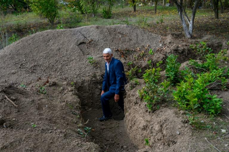 'Basic safety': Trenches stretch along Karabakh front
