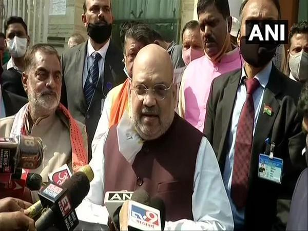 Home Minister Amit Shah on Saturday paid tribute to the Swami Vivekananda during a visit to the Ramakrishna Mission. (Photo/ANI)