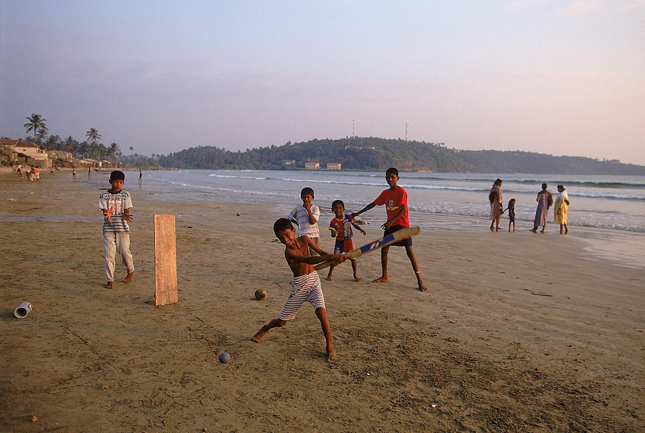 Feb 2001:  Local children playing beach cricket during the England tour to Sri Lanka. \ Mandatory Credit: Tom Shaw /Allsport