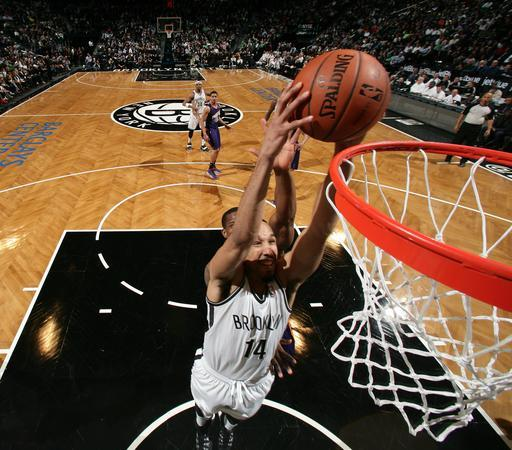 BROOKLYN, NY - MARCH 17: Shaun Livingston #14 of the Brooklyn Nets shoots against Eric Bledsoe #2 of the Phoenix Suns during a game at Barclays Center in Brooklyn. (Photo by Nathaniel S. Butler/NBAE via Getty Images)