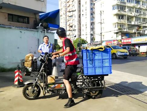 Xu Shengliang rides his bike to deliver parcels in Shanghai. There are plans to expand the team of deaf couriers by the Singles' Day shopping day. Photo: Weibo