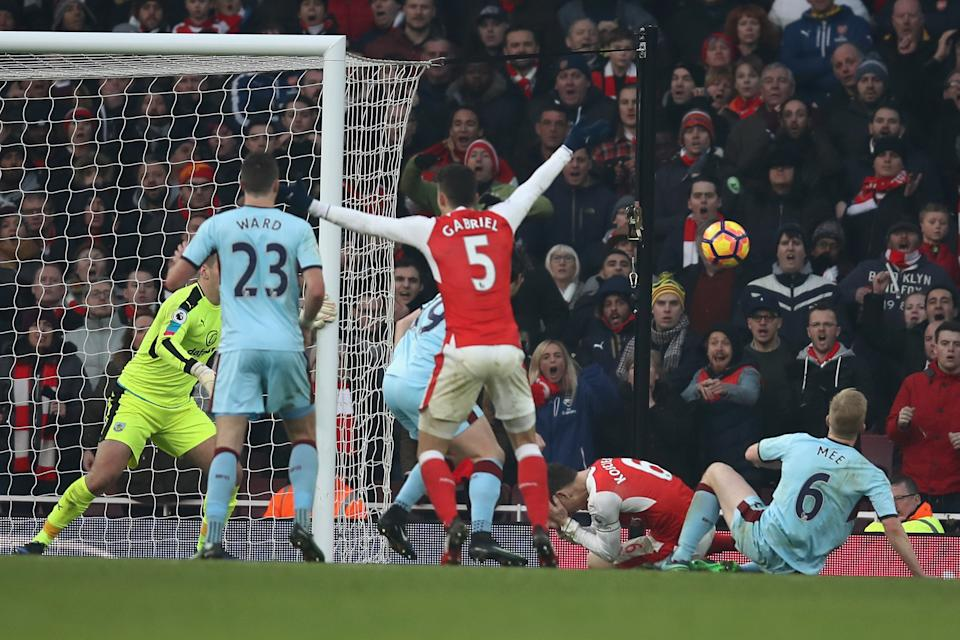 Arsenal are awarded a stoppage time penalty, which they score to win the game. But was there an offside in the build-up? (22 January 2017)