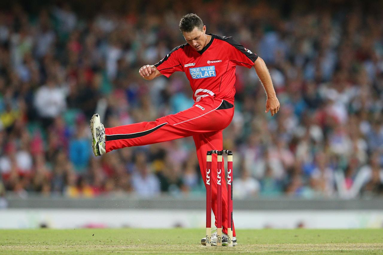 SYDNEY, AUSTRALIA - JANUARY 09: Darren Pattinson of the Renegades shows his frustration during the Big Bash League match between the Sydney Sixers and the Melbourne Renegades at SCG on January 9, 2013 in Sydney, Australia.  (Photo by Cameron Spencer/Getty Images)