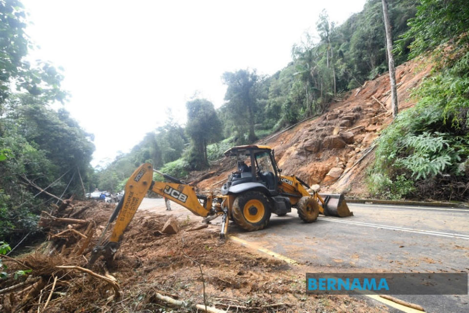 The Department of Mineral and Geoscience, Malaysia detected at least four landslides had occurred on the slopes of Gunung Jerai following the water surge phenomenon on August 18, 2021. — Picture via Twitter/Bernama