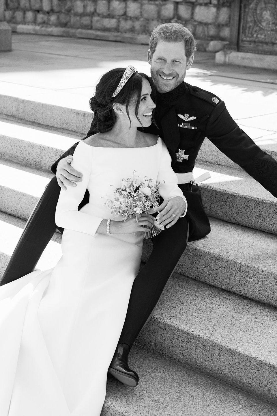 <p>The royal newlyweds smile for the camera.</p>